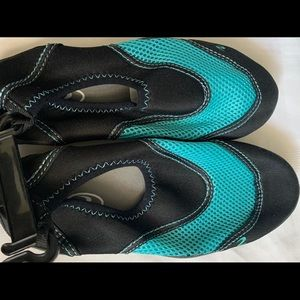 New water shoes size 5